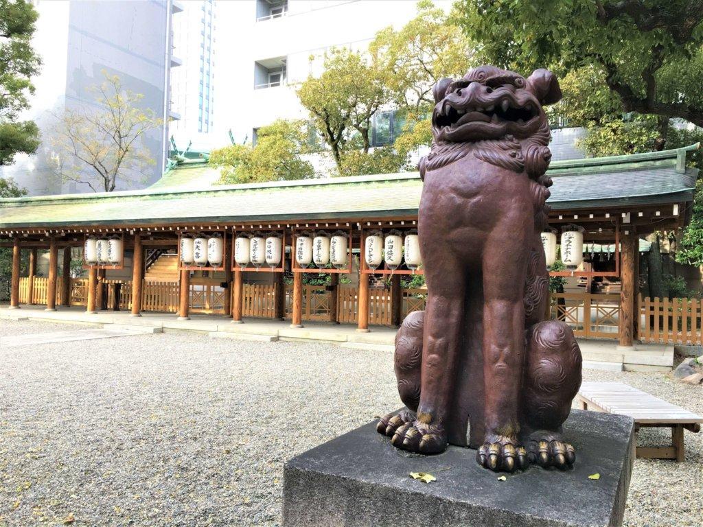 坐間神社の境内の狛犬