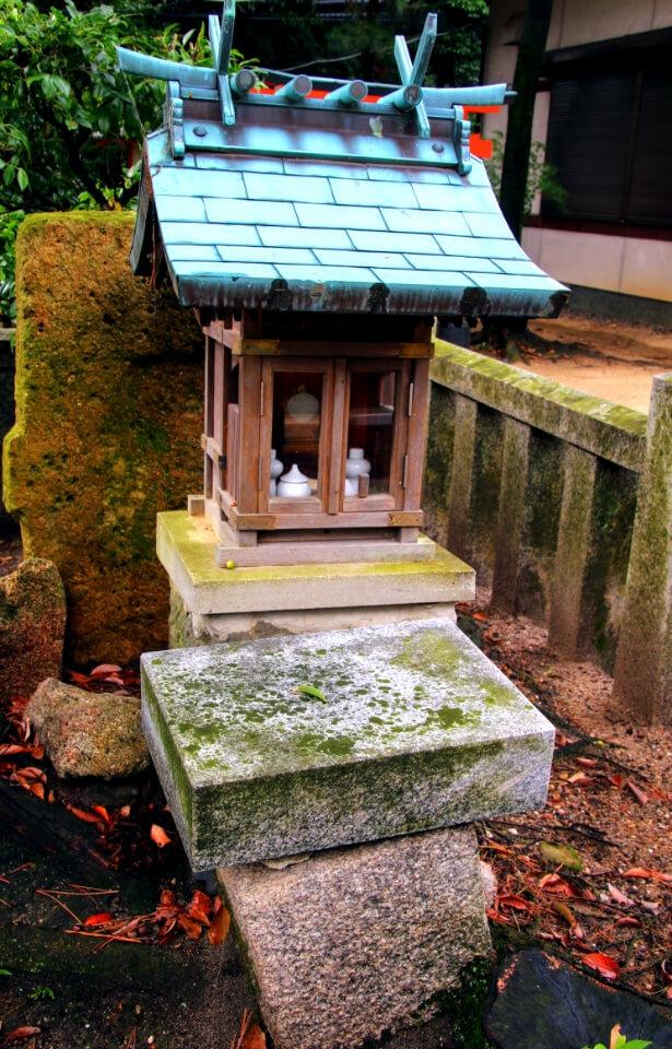 出土した家形石棺のフタ